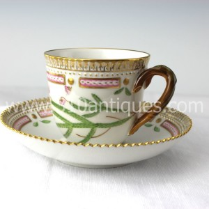 Royal Copenhagen Flora Danica pattern China Porcelain Tea Cup and Saucer Andromeda Tetragona (1)