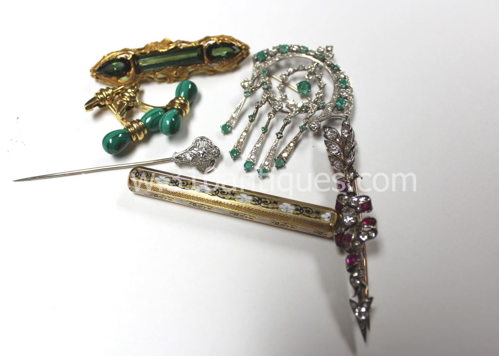 Jewelry lincoln square chicago style guru fashion for Best place to sell gold jewelry in chicago